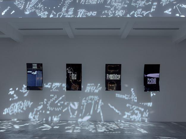 Exhibition view: Adrián Villar Rojas, La fin de l'imagination,Marian Goodman Gallery, Paris (16 September–31 October 2020). CourtesyMarian Goodman Gallery. Photo:Jörg Baumann / baumann fotografie frankfurt a.m.