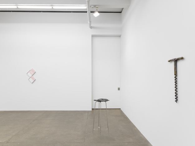 Exhibition view: Group Exhibition, Sculptures, Andrew Kreps Gallery, New York (12 July–10 August 2018). Courtesy Andrew Kreps Gallery.Photo:EPW Studio/MarisHutchinson, 2018.