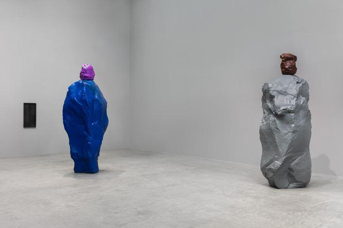 Exhibition view: Ugo Rondinone,nuns + monks, Esther Schipper, Berlin (11 September–17 October 2020). Courtesy Esther Schipper.Photo: Andrea Rossetti.