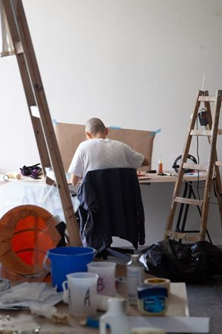 Mark Chung working in the gallery. Courtesy de Sarthe.