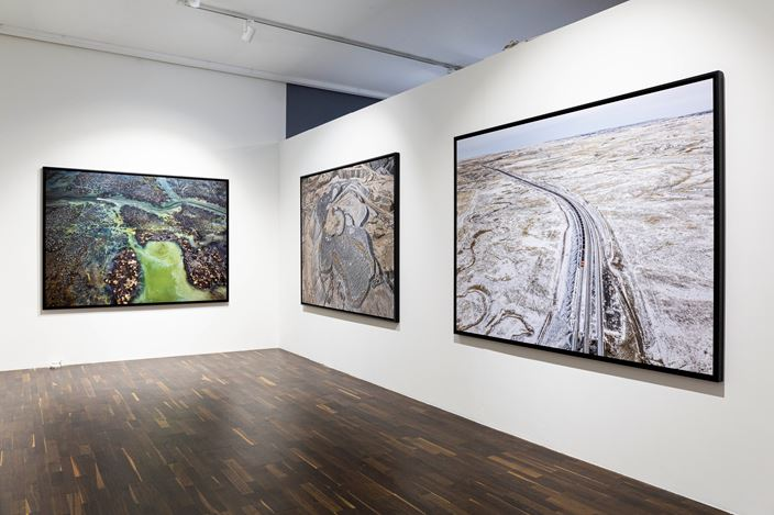 Exhibition view: Edward Burtynsky, Anthropocene, Christophe Guye Galerie, Zurich (11 May–29 August 2020). Courtesy Christophe Guye Galerie.