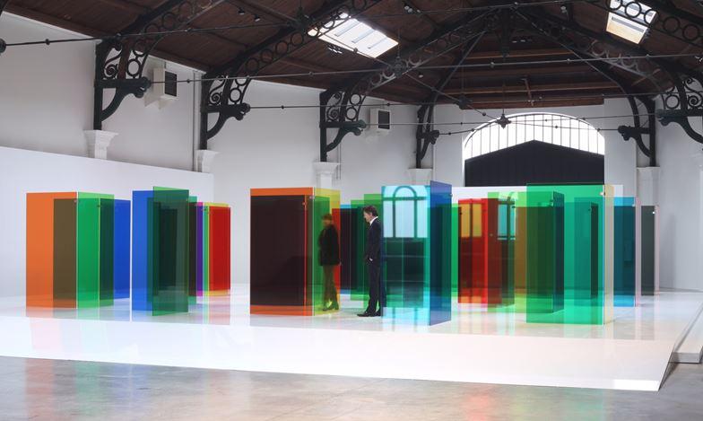 Exhibition view:Carlos Cruz-Diez,Labyrinthus,La Patinoire Royale – galerie Valérie Bach, Brussels (26 April–27 July 2019). © Adagp, Paris 2019. Courtesy La Patinoire Royale – galerie Valérie Bach.