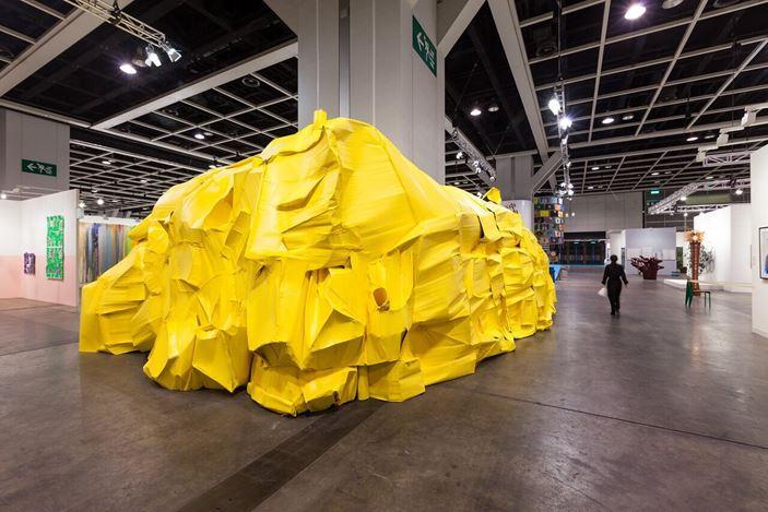 Richard Maloy, Yellow Structure, Art Basel Hong Kong | Encounters, installation view, 2016.