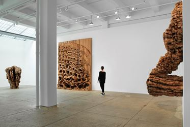 Exhibition view: Ursula von Rydingsvard, TORN, Galerie Lelong & Co., New York (3 May–23 June 2018).Courtesy Galerie Lelong & Co, New York.