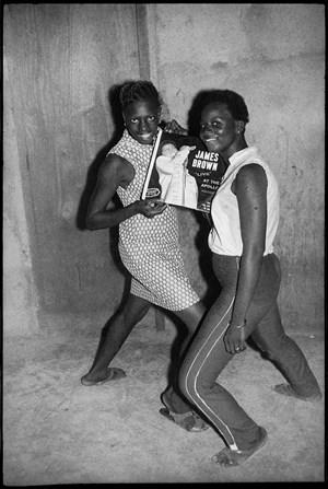 Fans de James Brown by Malick Sidibé contemporary artwork