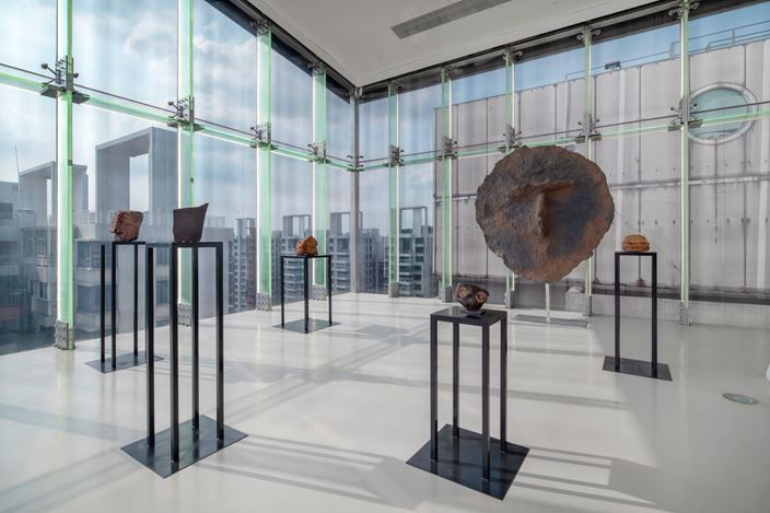 Exhibition view:Study of Things. Or a Brief Story About Fountain, Brick, Tin, Coin, Stone, Shell, Curtain, and Body, Guangdong Times Museum (8 August–8 October 2020). Courtesy Guangdong Times Museum.