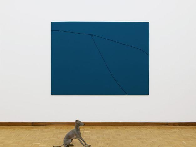 Exhibition view:Florian Pumhösl, Two Warped Reliefs, MEYER KAINER, Vienna (20 April–24 July 2021). Courtesy MEYER KAINER.