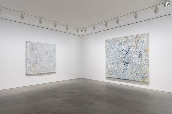 Exhibition view: Sam Gilliam, Pace Gallery, Hong Kong (22 July–2 September 2021). Courtesy Pace Gallery.