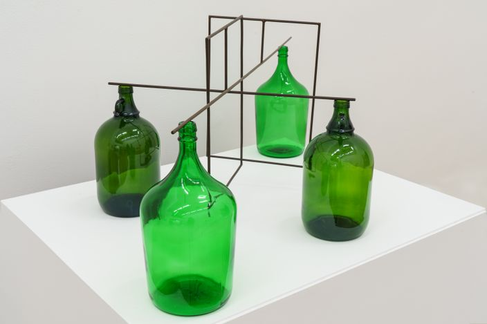 Raul Mourão, WWW (2020). Carbon steel with syntheticresin and bottle cup. 46.5 x 120 x 60 cm. Courtesy the artist and Galeria Nara Roesler. Photo: © Flavio Freire.