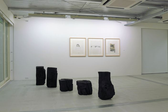 Exhibition view: Group Exhibition, Surface of Things, Kamakura Gallery, Kamakura (4 September–27 October 2018). Courtesy Kamakura Gallery.
