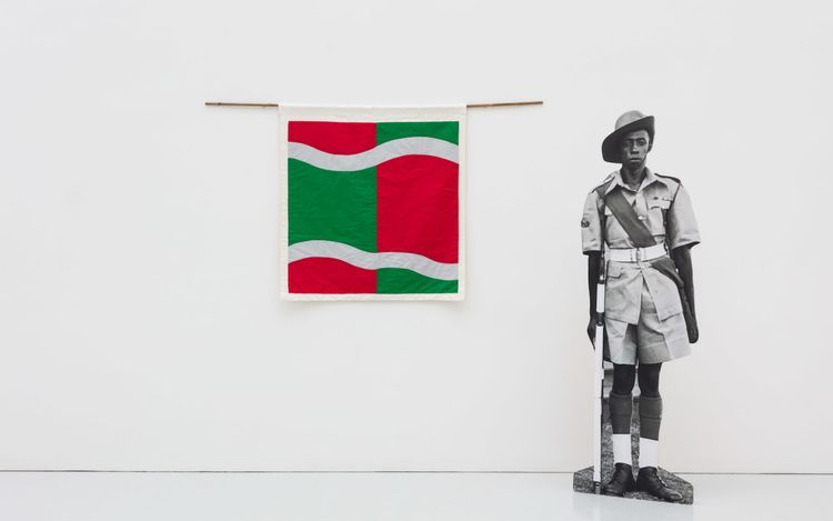 Samson Kambalu,The Country as a Failed Idea and Keyala Soldier (2019). Cotton and silk flag, bamboo, black and white photo on board. Flag: 100 x 100 cm, Soldier: 197 x 57.5 cm. Courtesy Kate MacGarry.
