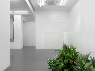 Exhibition view: Luciano Fabro, Simon Lee Gallery, London (30 November 2018–11 January 2018). Courtesy the Archivio Luciano e Carla Fabro and Simon Lee Gallery, London.