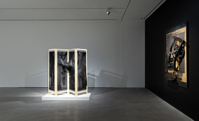Exhibition view: Louise Nevelson & Yin Xiuzhen, Pace Gallery, Hong Kong (21 September–15 November 2019). Courtesy Pace Gallery.