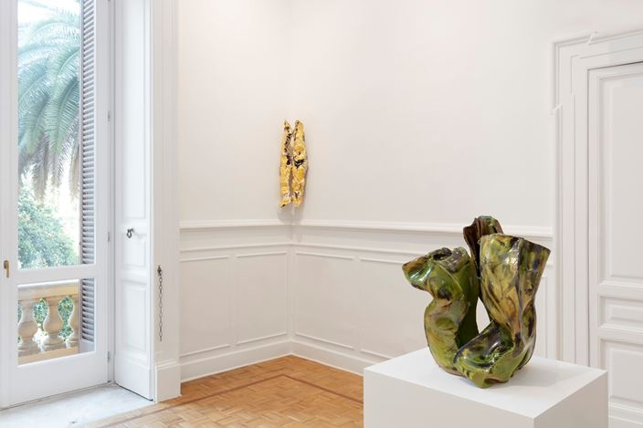 Exhibition view: Lynda Benglis, Spettri,  Thomas Dane Gallery, Naples (17 December 2019–14 March 2020). © Lynda Benglis. Courtesy the artist, Thomas Dane Gallery and Pace Gallery. Photo: Amedeo Benestante.