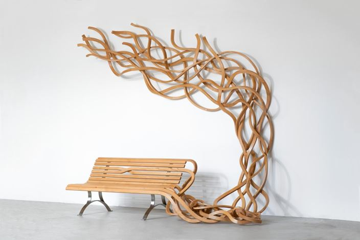 Pablo Reinoso, Curly Bench, (2019). © Rodrigo Reinoso. Courtesy Waddington Custot.