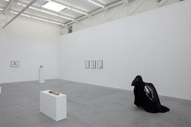 Exhibition view: Grace Schwindt, Silent Dance, Zeno X Gallery, Antwerp (7 March–28 April 2018). Courtesy Zeno X Gallery. Photo: Peter Cox.