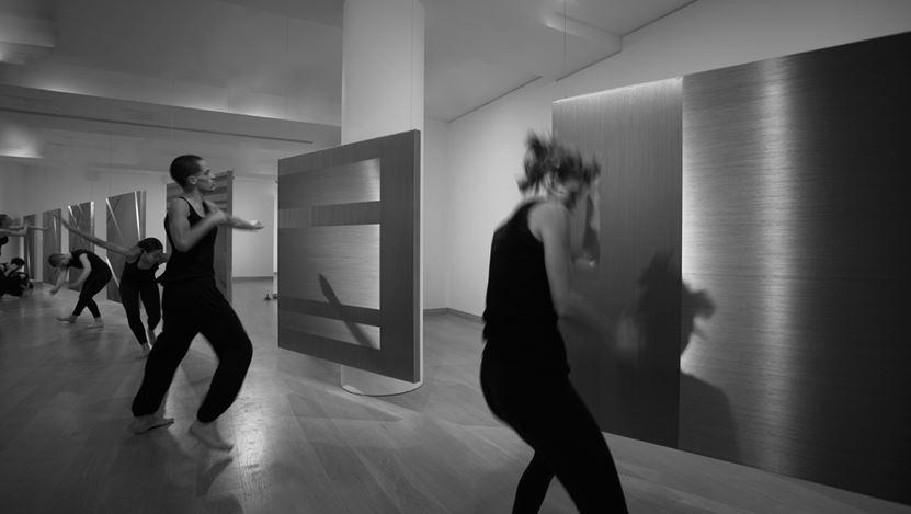 Alice Anderson performing a Transitional Dance, Waddington Custot (2019). Exhibition view: Alice Anderson,Body Disruptions, Waddington Custot, London (12 March–10 May 2019). Courtesy Waddington Custot