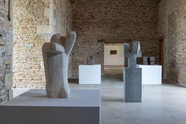 Exhibition view: Eduardo Chillida, Hauser & Wirth, Somerset (26 June 2021–3 January 2022). ©Zabalaga Leku. San Sebastián, VEGAP (2021). Courtesy the Estate of Eduardo Chillida and Hauser & Wirth. Photo: Ken Adlard.