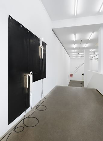 Exhibition view: Stef Heidhues,Backstage with the Modern Dancers, Galerie EIGEN + ART, Berlin (11 February–20 March 2021). Courtesy Galerie EIGEN + ART. Photo: Uwe Walter, Berlin.