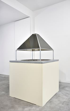 Exhibitition view: Dan Graham, New Work, Marian Goodman Gallery, Paris (7 November 2019–11 January 2020). Courtesy Marian Goodman Gallery.