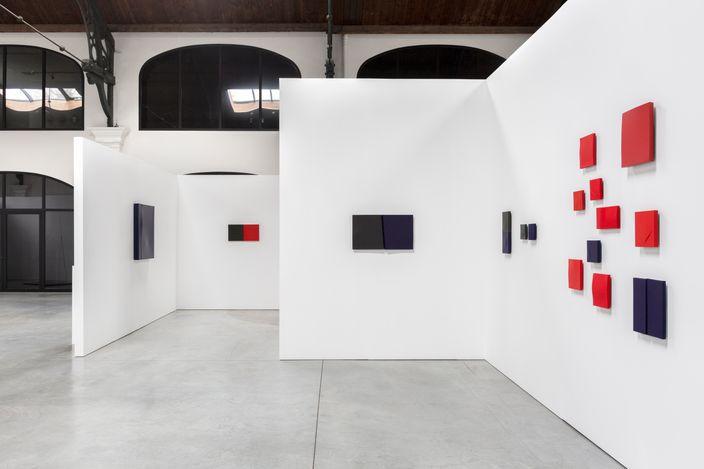 Exhibition view:Francis Dusépulchre, Le Langage Des Ombres (retrospective), La Patinoire Royale - Galerie Valérie Bach, Brussels (5 March–8 May 2021). Courtesy La Patinoire Royale - Galerie Valérie Bach. Photo: Regular Studio.