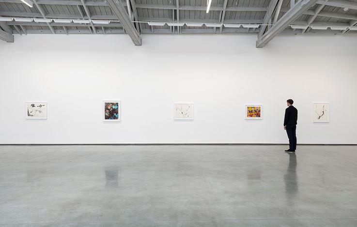 Exhibition view: Sam Gilliam, Starting: Works on Paper 1967–1970, David Kordansky Gallery, Los Angeles (16 March–27 April 2019). Courtesy David Kordansky Gallery, Los Angeles. Photo: Jeff McLane.