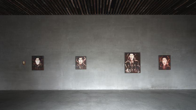 Exhibition view: Ida Barbarigo,Self-portraits / Cose che incantano, Axel Vervoordt Gallery, Antwerp (4 July–17 October 2020). Courtesy Axel Vervoordt Gallery.
