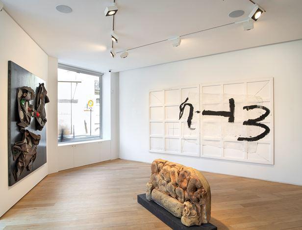 Exhibition view: Group Exhibition,Jannis Kounellis, Arnulf Rainer, Antoni Tàpies,Galerie Lelong & Co., 38 Avenue Matignon, Paris (5 September–26 October 2019). Courtesy Galerie Lelong & Co., Paris.