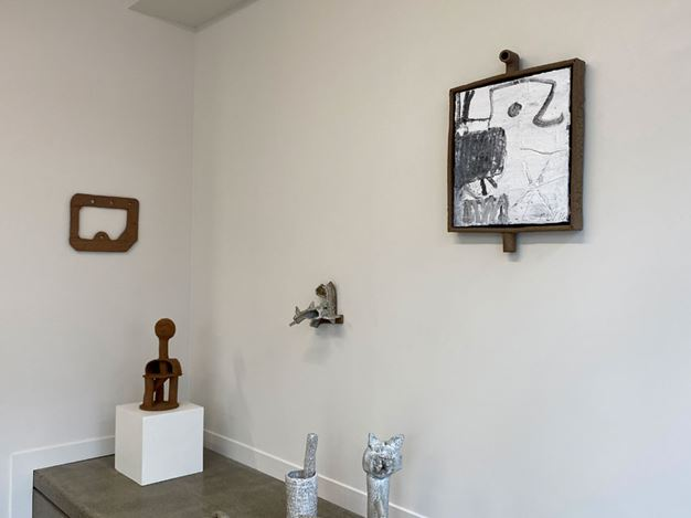 Exhibition view: Jake Walker, In one end out the other, Hamish McKay Gallery, Wellington (21 February–15 March 2020). Courtesy Hamish McKay Gallery.