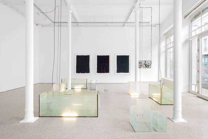 Exhibition view:Edith Dekyndt, The Ghost Year, Galerie Greta Meert, Brussels (29 October 2020–27 February 2021). Courtesy Galerie Greta Meert.
