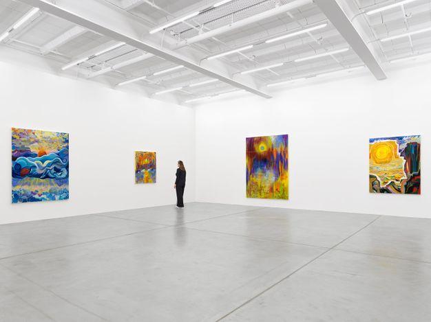 Exhibition view: Shara Hughes, Return of Light, Galerie Eva Presenhuber, Maag Areal, Zurich (29 May–22 July 2021). © Shara Hughes. Courtesy the artist and Galerie Eva Presenhuber, Zurich / New York.