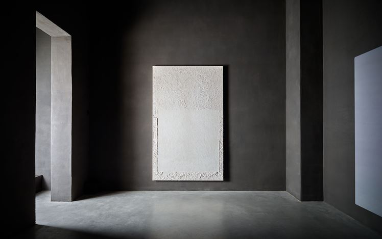 Exhibition view:Group Exhibition, Silence & Space, Axel Vervoordt Gallery, Antwerp (27 January–27 November 2021). Courtesy Axel Vervoordt Gallery.