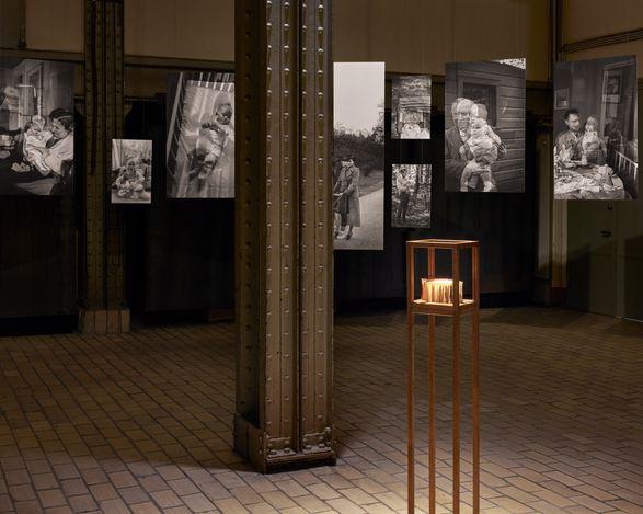 Exhibition view: Jamie Diamond, 365 Days: 1938/2017, Kewenig Warehouse, Berlin (15 September–30 October 2021). © Jamie Diamond. Courtesy Kewenig. Photo: Lepkowski Studios, Berlin.