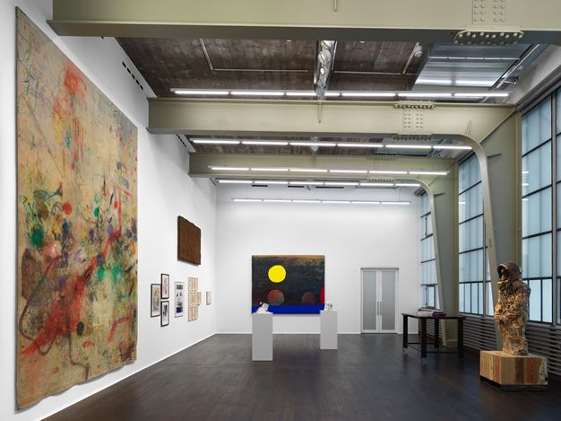 Exhibition view: Group Exhibiiton,Tables, Carpets & Dead Flowers, Hauser & Wirth, Zürich (17 November–21 December 2018 ). © the artists / estates. Courtesy the artists / estates and Hauser & Wirth.