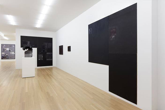 Exhibition view: Group Exhibition, Hölle, Galerie Buchholz, New York (20 September–27 October 2018). Courtesy Galerie Buchholz.