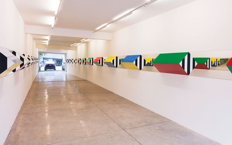 Exhibition view: Daniel Buren, Prisms, Colors and Mirrors: High-Relief > Situated Works, Galeria Nara Roesler, São Paulo (4 April–20 May 2017). Courtesy Galeria Nara Roesler. Photo: Everton Ballardin.