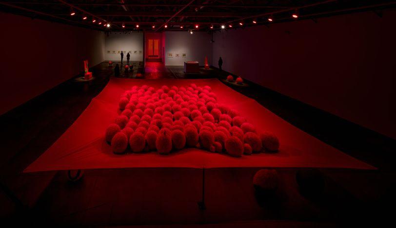 Lygia Pape,Manto Tupinambá (Tupinambá Cloak)(2000). Installation view: Lygia Pape,Tupinambá, Hauser & Wirth, Los Angeles (2021). © Projeto Lygia Pape. Courtesy Projeto Lygia Pape and Hauser & Wirth. Photo: Fredrik Nilsen.