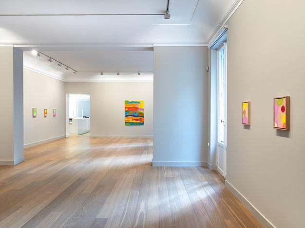 Exhibition view: Etel Adnan, Satellites and Planètes, Galerie Lelong & Co., 13 Rue de Téhéran, Paris (3 September–10 October 2020). Courtesy Galerie Lelong & Co. Paris.