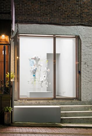 Hyungkoo Lee, X(2019). paper mache, plaster, medical plaster cloth gauze bandage, aluminum, stainless steel wire, acrylic sheets, paper, epoxy, styrofoam, acrylic pigment, masking tape. 191 x 120 x 153 cm. Courtesy P21, Seoul.