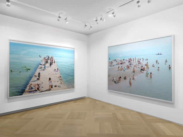 Exhibition view: Massimo Vitali, Short Stories, Mazzoleni, London (12 April–24 May 2019). Courtesy Mazzoleni.