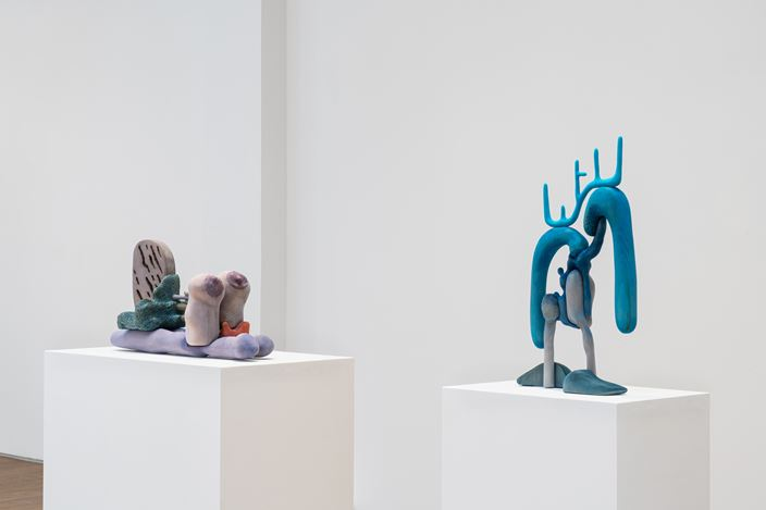 Exhibition view: Matthew Ronay, Sending and Receiving,Perrotin, Shanghai (11 September–31 October 2020). Courtesy the artist and Perrotin.Photo: Mengqi Bao.