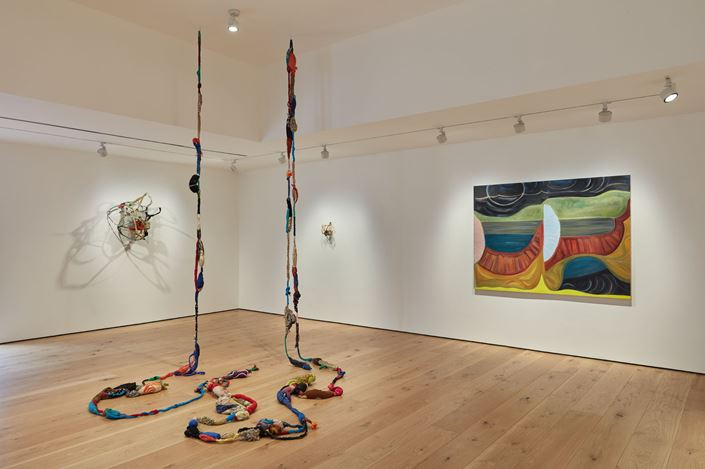 Exhibition view: Sonia Gomes / Marina Perez Simão, Pace Gallery, East Hampton (3 September–4 October 2020). © Sonia Gomes. © Marina Perez Simāo. Courtesy Pace Gallery.