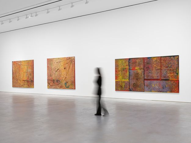 Exhibition view: Frank Bowling, Frank Bowling – London / New York, Hauser & Wirth, 22nd Street, New York (5 May–30 July 2021). © Frank Bowling. Courtesy the artist and Hauser & Wirth. Photo: Thomas Barratt.