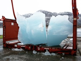 90 tons of glacial ice melt in front of the Paris climate talks