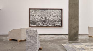 Contemporary art exhibition, Jorge Méndez Blake, Nos sentamos, escuchamos, discutimos (We Sit, We Listen, We Discuss) at OMR, Mexico City