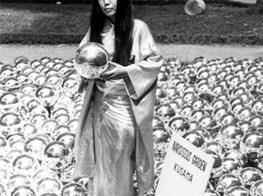 1,500 Yayoi Kusama Mirror Balls Beckon Beachgoers to the Rockaways