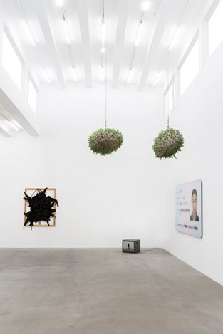 Exhibition view: Cao Yu, I Have an Hourglass Waist, Galerie Urs Meile, Beijing (4 November 2017–28 January 2018). Courtesy Galerie Urs Meile, Beijing.