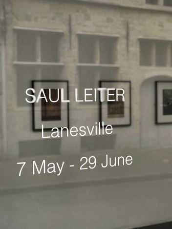 Exhibition view: Saul Leiter,LANESVILLE, Gallery FIFTY ONE TOO, Antwerp (7 May–29 June 2019). © Saul Leiter Foundation. Courtesy Gallery FIFTY ONE.