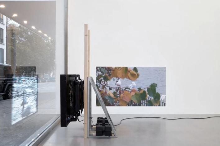 Exhibition view: Hilary Lloyd, Car Park, Sadie Coles HQ, Davies St, London (21 November–20 December 2019). Courtesy the artist and Sadie Coles HQ.