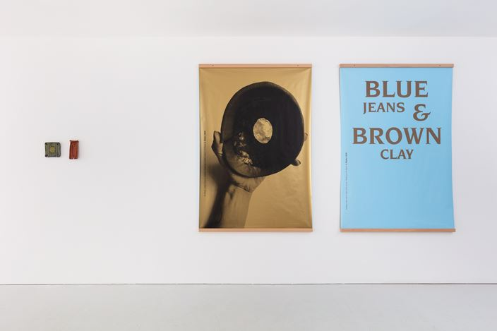 Exhibition view: Group Exhibition, Blue Jeans & Brown Clay, Kate MacGarry, London (3 December 2020–24 April 2021). Courtesy Kate MacGarry, London. Photo: Angus Mill.
